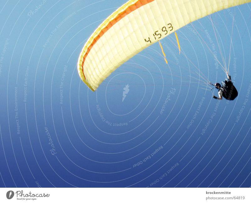 gleitparade Himmel blau Freude Sport Freiheit Luft fliegen Niveau Gleitschirmfliegen Fallschirm Gleitschirm