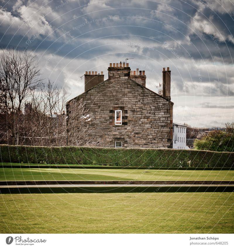 Edinburgh XVII blau alt Stadt grün Haus Fenster Wiese Gebäude Architektur braun Fassade dreckig Häusliches Leben einzeln Rasen Bauwerk