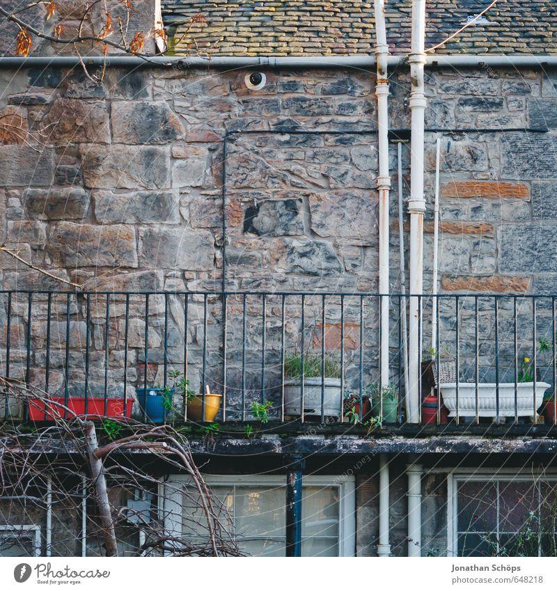 Edinburgh XVIII Haus Winter kalt Fenster Wand Gebäude Mauer Architektur grau Stil Stein Fassade Häusliches Leben Dach Bauwerk Balkon
