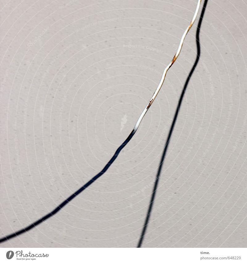 Grundversorgung Technik & Technologie Energiewirtschaft Kabel Elektrizität Mauer Wand Fassade Rost Stein Kunststoff hängen alt Traurigkeit Müdigkeit