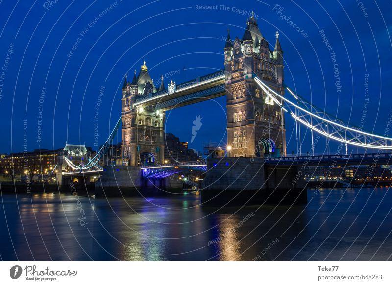 under the (tower) bridge London England Stadt Stadtzentrum Brücke Bauwerk Sehenswürdigkeit Wahrzeichen Tower Bridge Tower (Luftfahrt) träumen