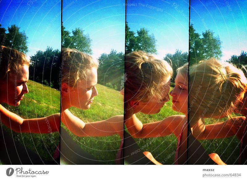 Naughty Frau Küssen Liebe Sommer blond Reihe grün Baum See Wiese Tankumsee Niedersachsen Deutschland Lomografie lomography kissing Sonne sunshine supersampler
