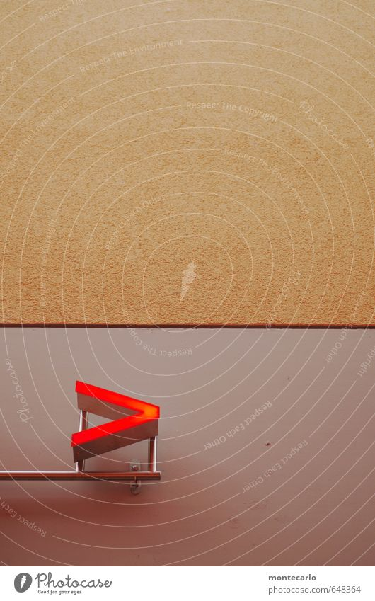 __> Mauer Wand Fassade Wegweiser Stein Sand Beton Metall Kunststoff Zeichen Schriftzeichen Hinweisschild Warnschild Pfeil modern Spitze grau rot Werbung