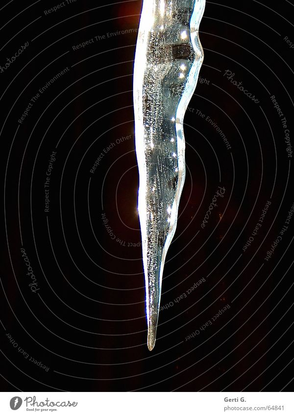 icicle weiß Winter schwarz dunkel Eis hell glänzend Frost Spitze gefroren frieren hängen Schwäche Eiszapfen Eiszeit