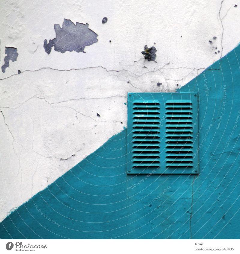 atmungsaktiv Stadt alt weiß Wand Mauer Fassade Ordnung Vergänglichkeit kaputt Wandel & Veränderung Verfall türkis Dienstleistungsgewerbe trashig eckig Loch