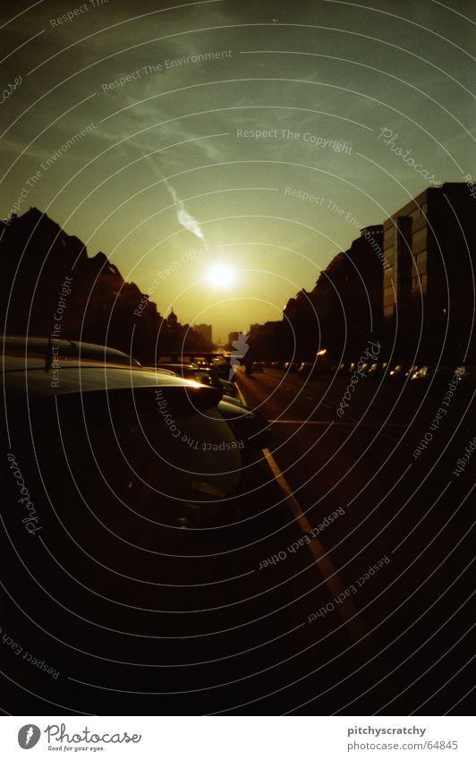 Kaiserdamm an einem Sommerabend Stadt heiß dunkel Verkehr Sonne Berlin kaiserdamm Scan PKW Straße Abend