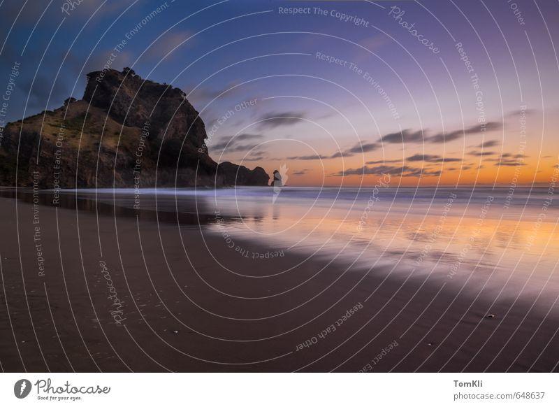 Lion Rock Sunset - New Zealand Ferien & Urlaub & Reisen blau Wasser Sommer Sonne Meer Einsamkeit Erholung Landschaft Wolken Strand schwarz Küste Sand orange Wellen