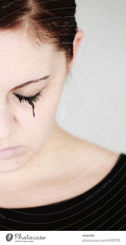 sadness Mensch Frau Jugendliche Junge Frau Erwachsene Traurigkeit Gefühle feminin Stil Stimmung Zeichen Trauer brünett Abschied bleich weinen