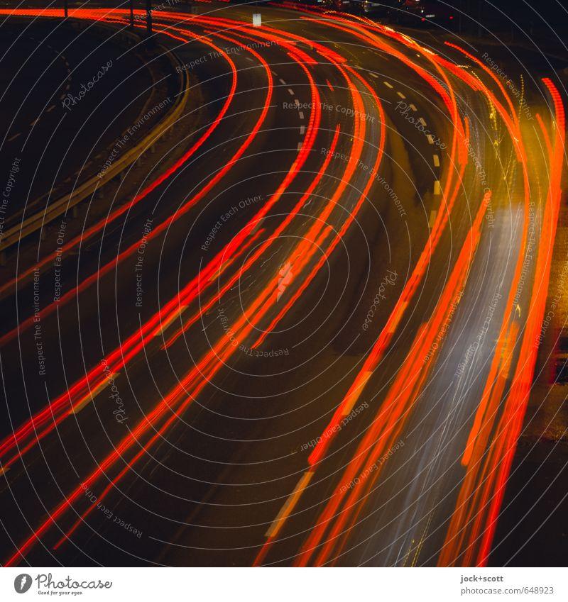ausfahren & fortfahren Verkehrswege Straße Verkehrsschild PKW leuchten dunkel Geschwindigkeit rot Mobilität Leuchtspur leuchtende Farben Doppelbelichtung Kurve