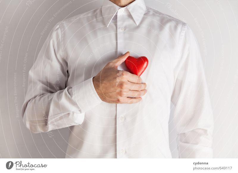 Anfang Gesundheit harmonisch Wohlgefühl Mensch Mann Erwachsene Leben Hand 18-30 Jahre Jugendliche Hemd Herz Beratung Partnerschaft Erwartung Gefühle Glück