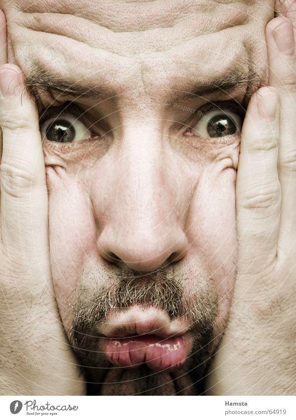 Quetschkomode Mann Gesicht Angst Elektrizität Bart Falte Stress Verzweiflung Gesichtsausdruck Ärger Sorge Überraschung Frustration drücken Stirn Zweifel