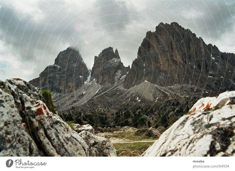 Passo Sella Variation Wolken Bauschutt Felsen Berge u. Gebirge karg
