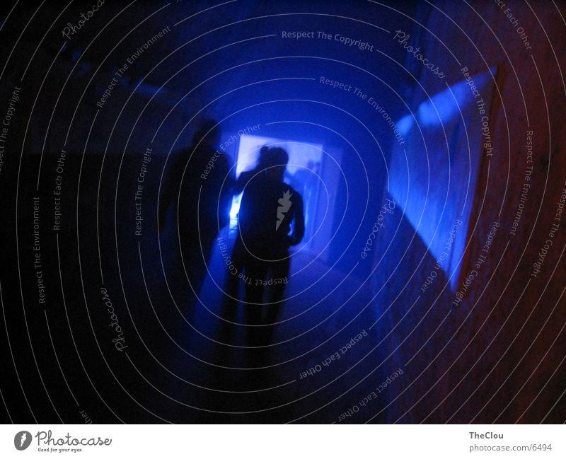 Blue Cave Nacht Mensch Party Fototechnik blau Schatten Beleuchtung Partygast