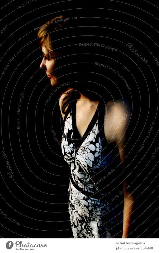 die dunkelheit weiß Sommer Blume schwarz Graffiti Haare & Frisuren Wärme Stimmung braun Kleid Physik