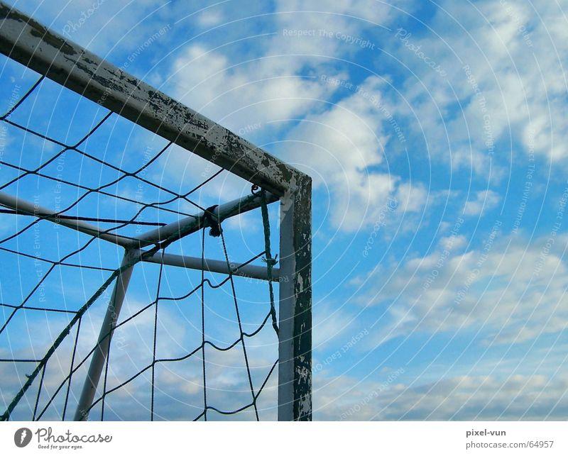 Torlos Fußball Fußballer Sportveranstaltung Konkurrenz Weltmeisterschaft Deutschland Deutsche Flagge Thorarolle Netz Ecke Eckstoß Himmel himmelblau Himmelszelt