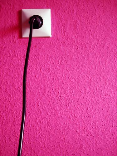 PLUG INTO MAGENTA LOVE   pink rosa clean grafik steckdose Wand Mauer Stil Software Energiewirtschaft Elektrizität Lifestyle Kabel Technik & Technologie violett