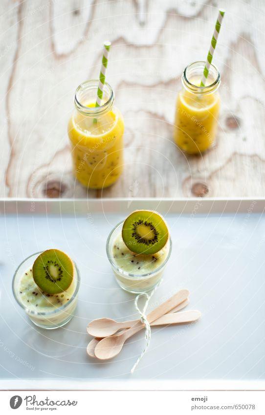 Kiwi-Eis Dessert Speiseeis Süßwaren Ernährung Vegetarische Ernährung Getränk Erfrischungsgetränk Saft grün Milchshake fruchtig lecker Farbfoto Innenaufnahme