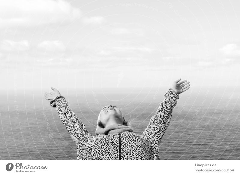 annush Mensch Frau Himmel Natur Jugendliche Ferien & Urlaub & Reisen Wasser Meer ruhig Wolken 18-30 Jahre Ferne Erwachsene Umwelt feminin Küste