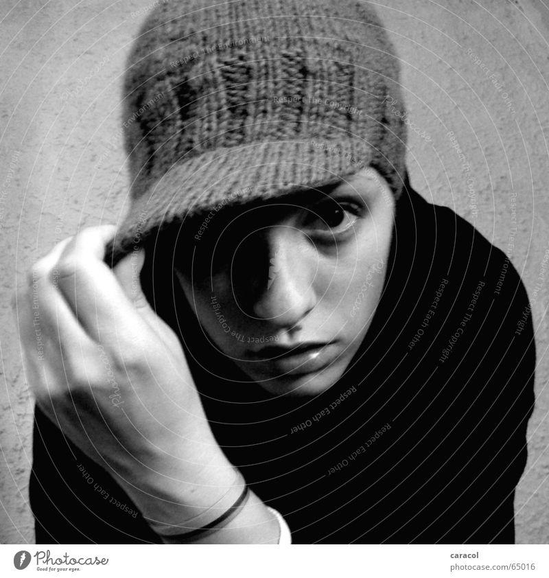 self-portrait II weiß Gesicht schwarz Stil Mütze Selbstportrait ernst