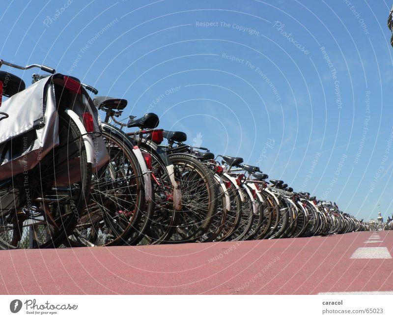 9 million bicycles... Amsterdam Fahrrad Parkplatz parking