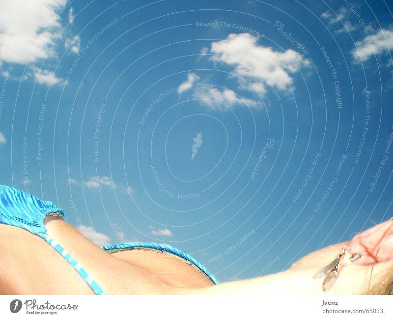 Sonnenbad I Frau See Sommer Freizeit & Hobby Erholung Wolken Bikini blond Himmel