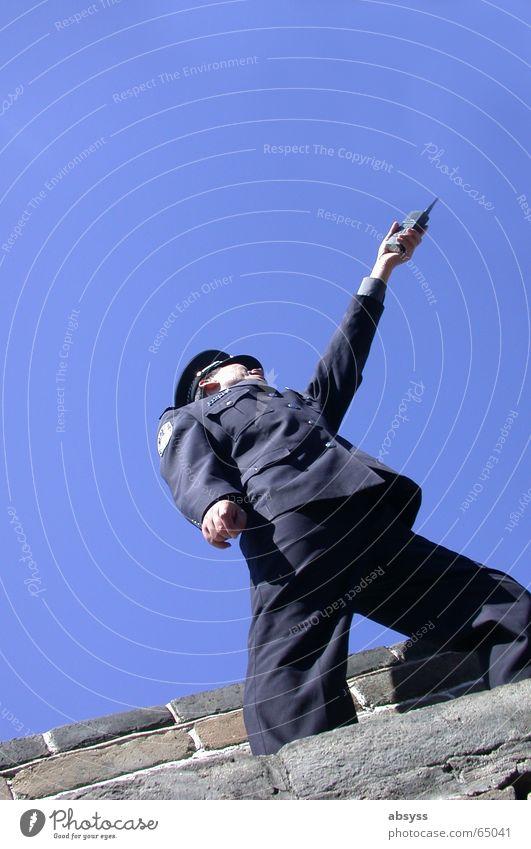 Der Weg nach vorn Himmel blau Ferien & Urlaub & Reisen Ferne Stein Mauer Asien China Polizist Mobilität Soldat himmelblau Funktechnik Peking weltweit Funkgerät