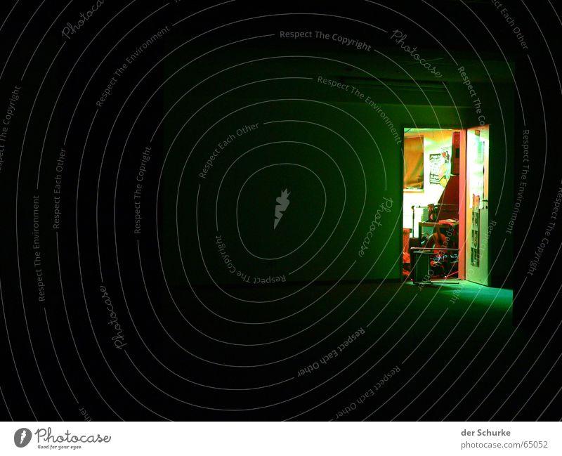 probierzimmer grün dunkel Angst planen Tür geheimnisvoll Eingang chaotisch Ausgang Lichtblick Proberaum