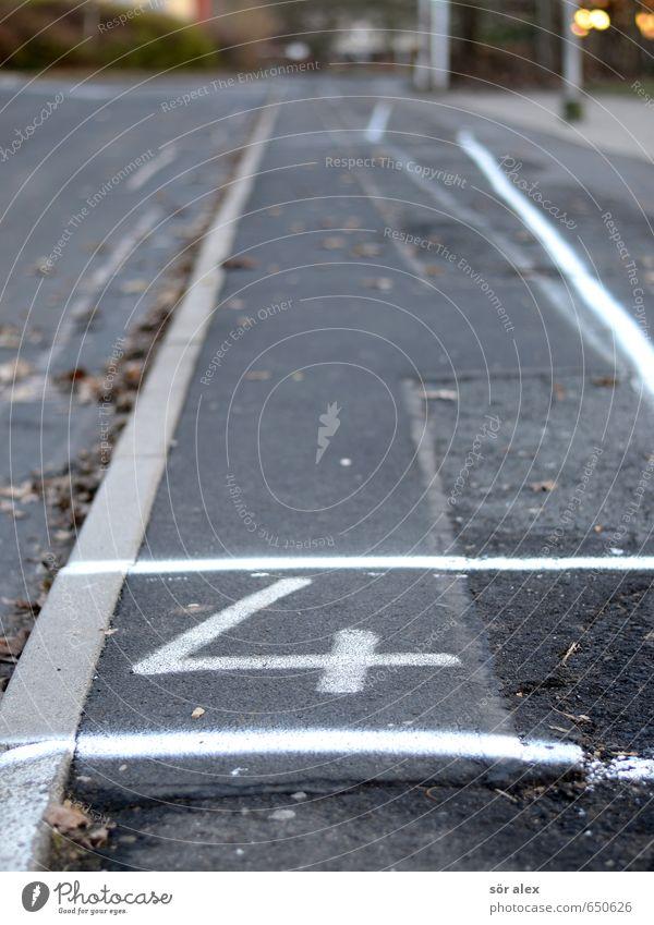 Linie 4 Baustelle Kleinstadt Straßenbelag Busbahnhof Bürgersteig Zeichen Ziffern & Zahlen grau stoppen fahren Schulbus Personenverkehr