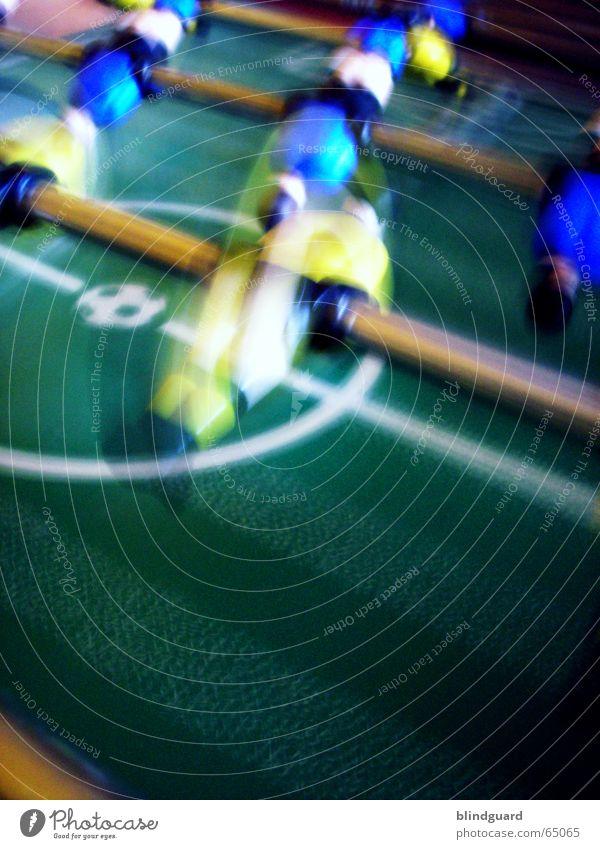 Ich dreh noch durch grün blau Freude gelb Sport Gefühle Spielen Bewegung Traurigkeit Fußball Trauer Ball Freizeit & Hobby Tor drehen