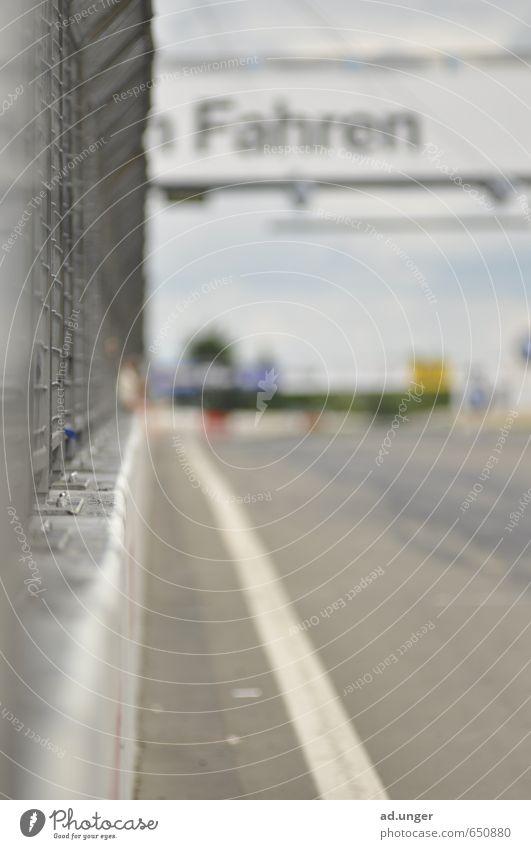 Fahren Motorsport Rennbahn fahren Geschwindigkeit sportlich Zielgerade Speedway Rennen racetrack Farbfoto Außenaufnahme Menschenleer Unschärfe