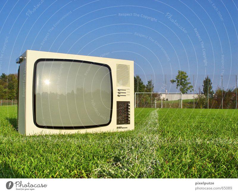 Fernseher auf Reisen Gras Fußball Schilder & Markierungen Rasen Tor Fußballplatz Weltmeisterschaft Bewusstseinsstörung