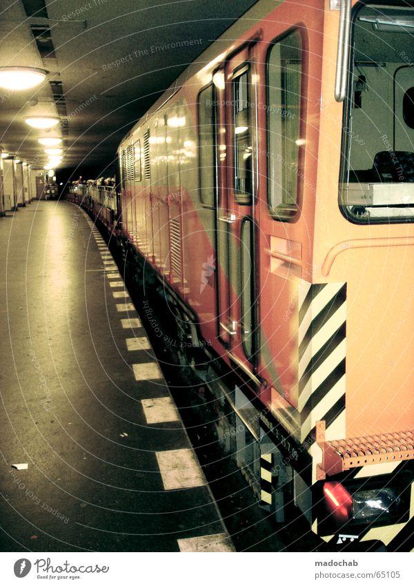 BERLINER UNTERGRUND | mobil zug bahn bewegung transport Ferien & Urlaub & Reisen Stadt Bewegung Linie Schilder & Markierungen fantastisch Eisenbahn