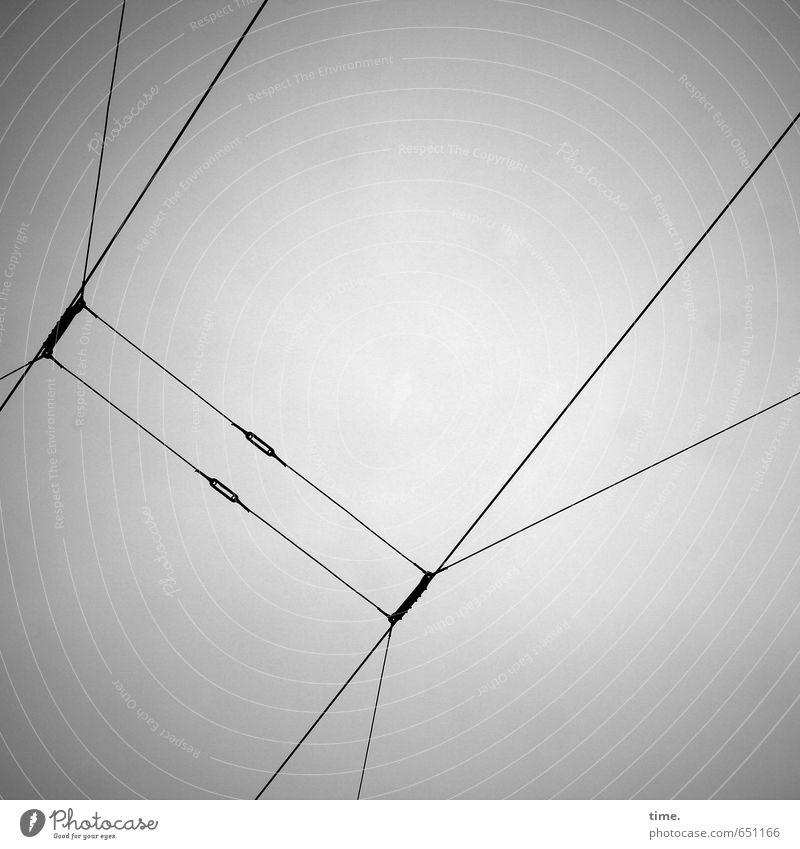 Leitungsebene Himmel Stadt schwarz grau oben Metall elegant Verkehr Energiewirtschaft Ordnung Perspektive ästhetisch Kommunizieren Technik & Technologie
