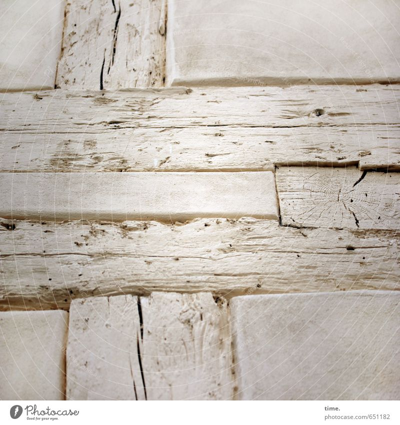 Alte Heimat Haus Bauwerk Gebäude Architektur Fachwerkhaus Holzbrett Mauer Wand Fassade Maserung Stein Kreuz Linie alt historisch Nostalgie Ordnung Perspektive