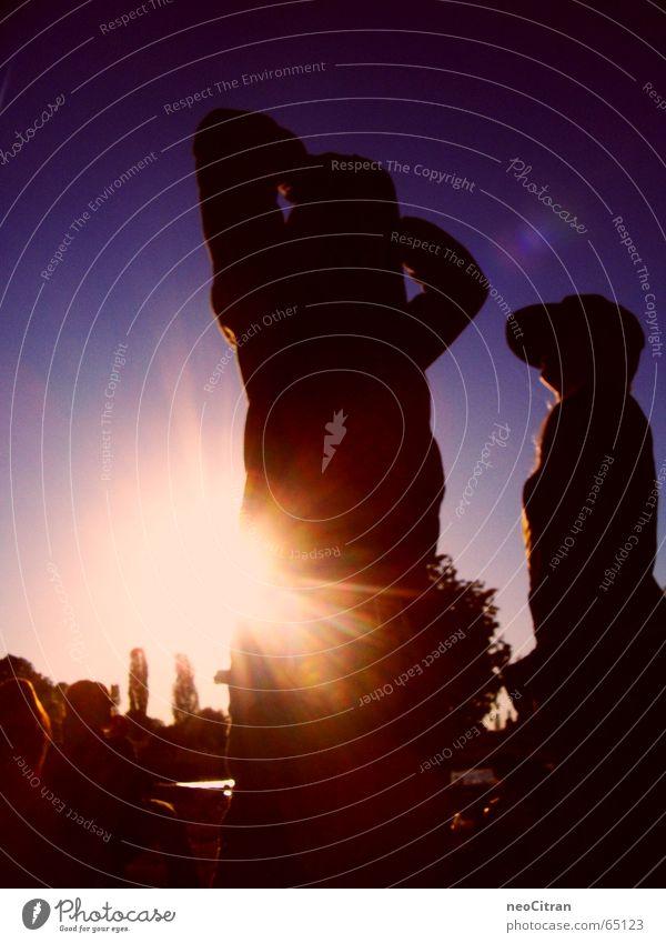 lightened up Sonnenuntergang Physik gleißend strahlend See gemütlich Rücken gestreckt gold Abend Wärme hell Verkehrswege Arme hoch oben blau