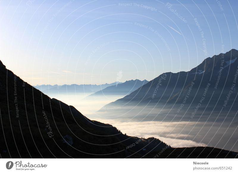 Alpenmorgen im Nebel Himmel Sommer Sonne Landschaft ruhig Ferne Berge u. Gebirge Stimmung Horizont Luft Erde Zufriedenheit Schönes Wetter Fröhlichkeit