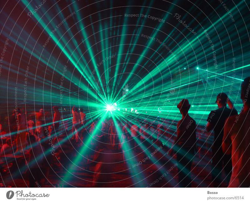 Mysteryland Lasers Party Club Außenaufnahme rot Lasershow Partygast grün Lichtstrahl Stern (Symbol)