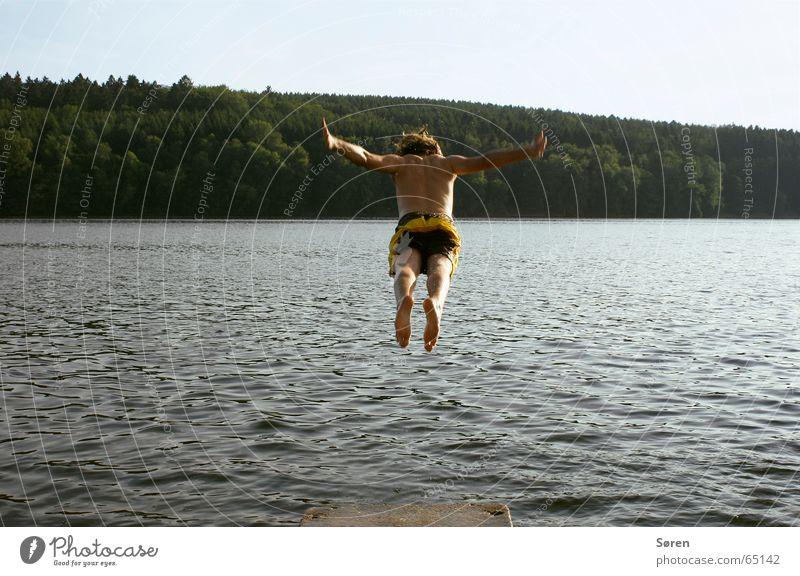 Flotter Hüpfer See Kopfsprung hüpfen springen Steg Badehose Ferien & Urlaub & Reisen Strand Mörder Wald Meer Schweben bauchklatscher urlaub in deutschland