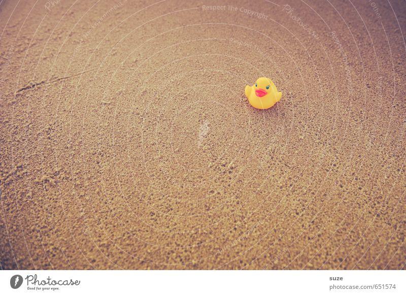 Nicht mehr weit Ferien & Urlaub & Reisen Sommer Einsamkeit Freude Strand gelb lustig Spielen Schwimmen & Baden klein Sand braun Freizeit & Hobby Lifestyle Kindheit einzeln