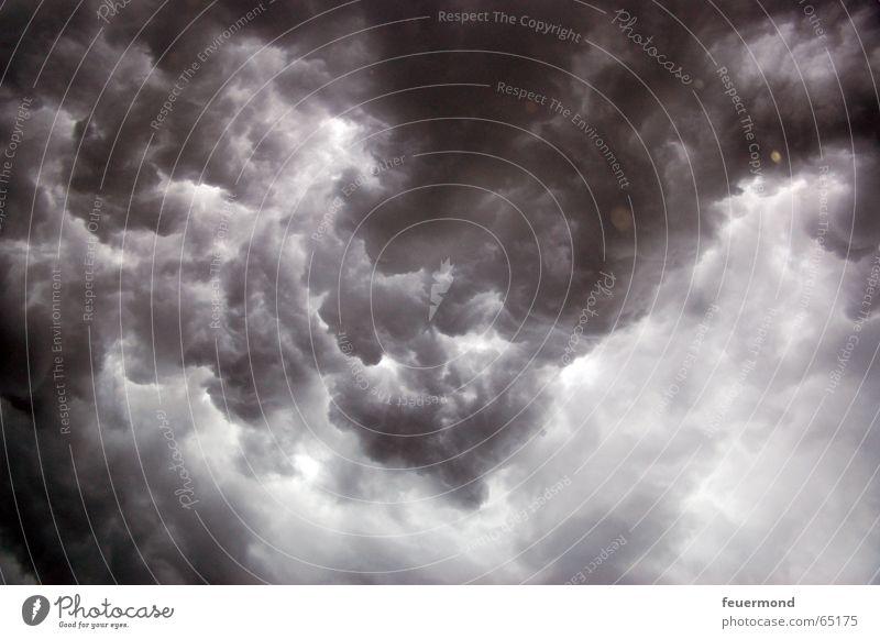 Nass bis auf die Haut 01 Wolken dunkel kalt Regen Angst Sturm Blitze Gewitter Unwetter Apokalypse Donnern Hagel