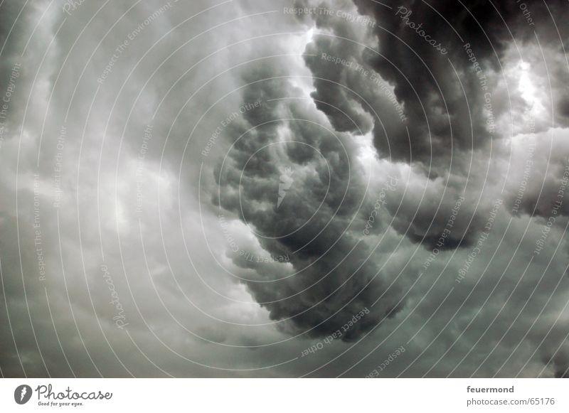 Nass bis auf die Haut 02 Wolken dunkel kalt Regen Angst Sturm Blitze Gewitter Unwetter Apokalypse Donnern Hagel