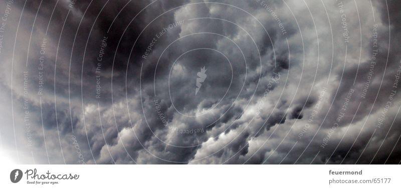 Nass bis auf die Haut 03 Wolken dunkel kalt Regen Angst Sturm Gewitter Unwetter Apokalypse Donnern Hagel