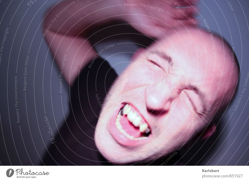 self | mir ist das alles zu eng hier Mensch Mann Erwachsene Bewegung Feste & Feiern Gesundheitswesen Kopf Angst verrückt Tanzen Krankheit Medikament Wut Schmerz