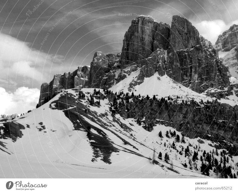 Dolomiti Dolomiten schwarz weiß Himmel Wolken Berge u. Gebirge mountain Schnee snow black white sky cloud