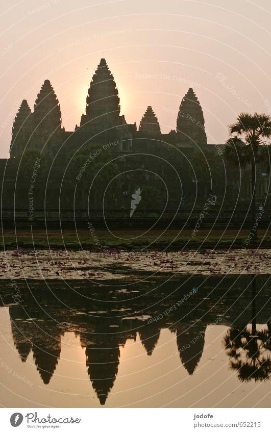 Sunrise Angkor Wat Kultur Bauwerk Sehenswürdigkeit Wahrzeichen Denkmal entdecken Religion & Glaube Verfall Vergangenheit Tempel Asien Reisefotografie