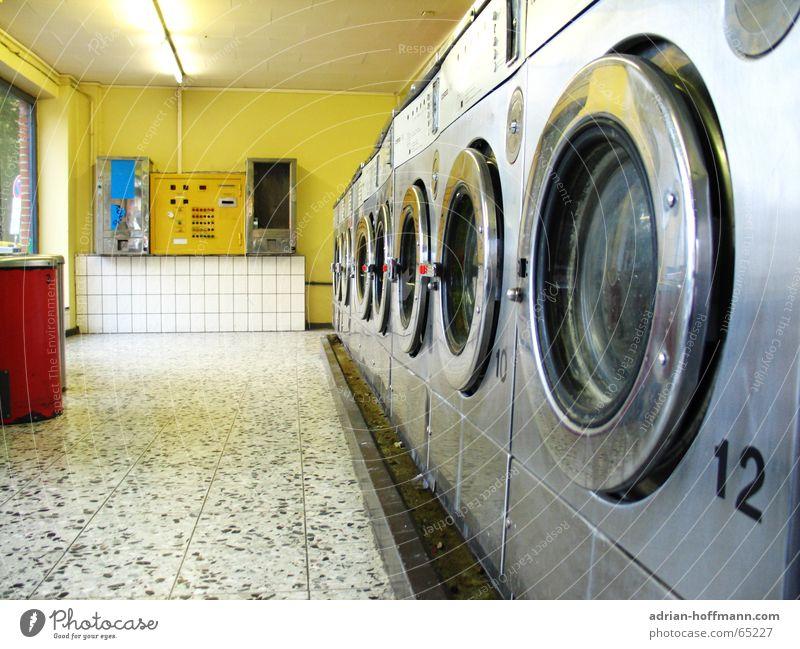 Schnell & Sauber ™ Waschsalon Wäsche Waschtag Waschmaschine Wäschetrockner Wäscheschleuder rot gelb weiß 12 Sauberkeit Geschwindigkeit leer Fenster