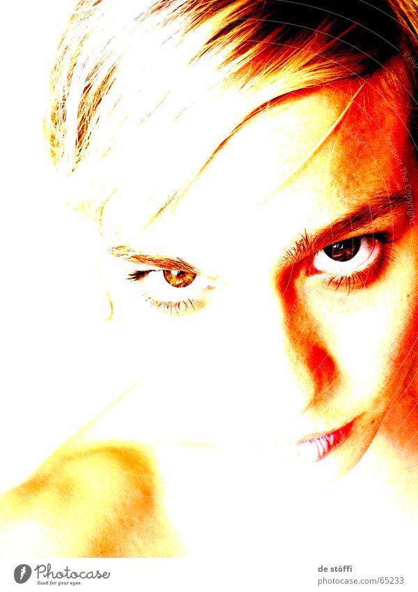die.Welt.mit.unterschiedlichen.Augen.sehen Gesicht Auge Einsamkeit Kopf Traurigkeit hell Angst Trauer Zukunft böse Schulter Erwartung seltsam Hälfte hilflos