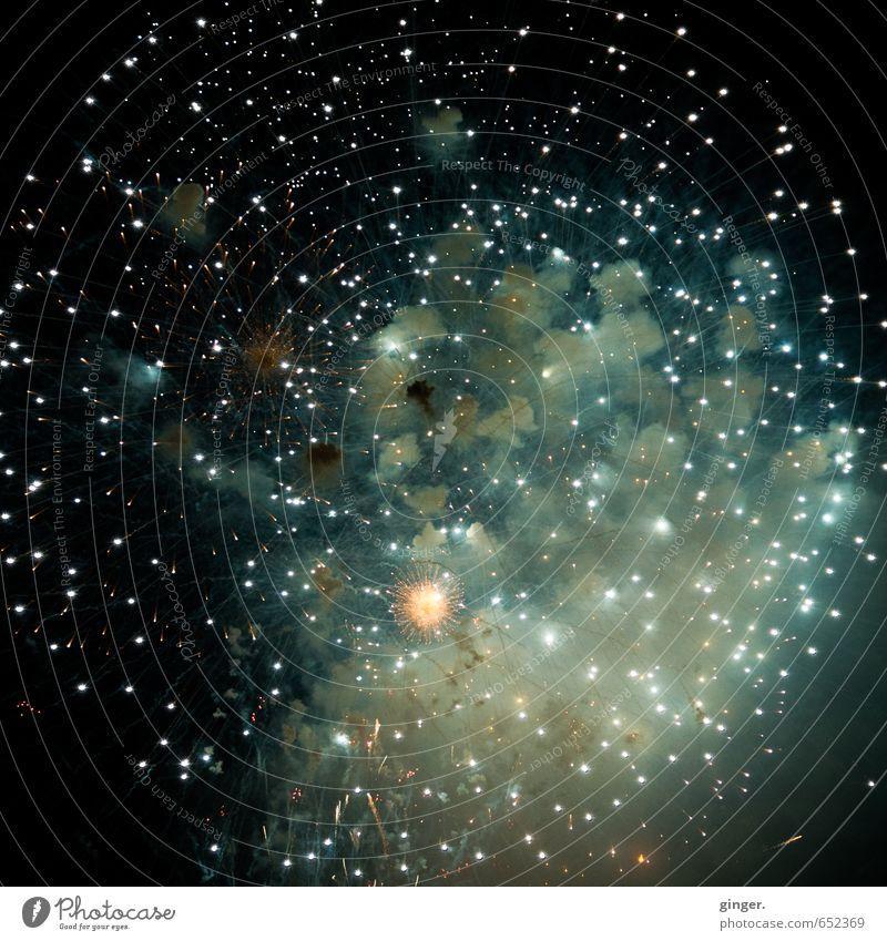 Galaktische Entgleisungen Freude Tourismus Veranstaltung leuchten grün schwarz Feuerwerk Knall ausbreiten hell Punkt Beleuchtung Kugel Rauch enorm beeindruckend