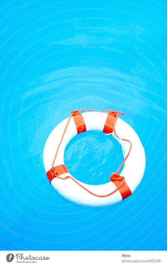 Mann über Bord II Schwimmhilfe Rettungsring Schwimmbad untergehen Desaster Luft Sommer Notfall notleidend Bademeister Hilfsbereitschaft nichtschwimmer Wasser
