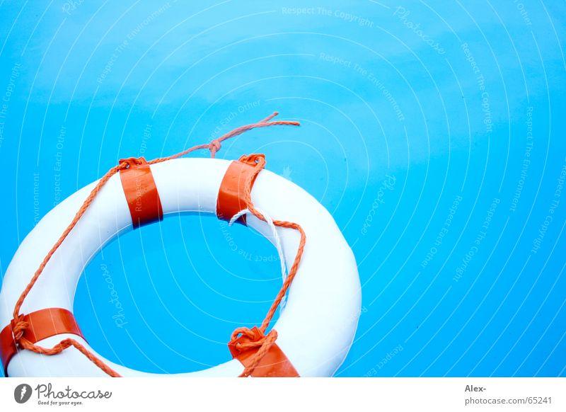 Mann über Bord I Wasser blau Sommer Luft orange Hilfsbereitschaft Schwimmbad Schwimmen & Baden Desaster Rettung untergehen Schwimmhilfe notleidend Rettungsring Notfall